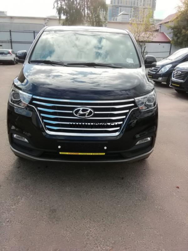 0647 Hyundai Grand Starex Urban Exclusive 2018 4WD
